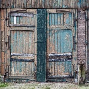 Complexen van cultuurhistorisch belang; tramstation Reusel vlakbij de Belgische grens, detail deur tramremise.
